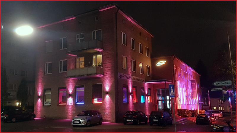 WWS-Gebäude leuchtet bei Recklinghausen-leuchtet